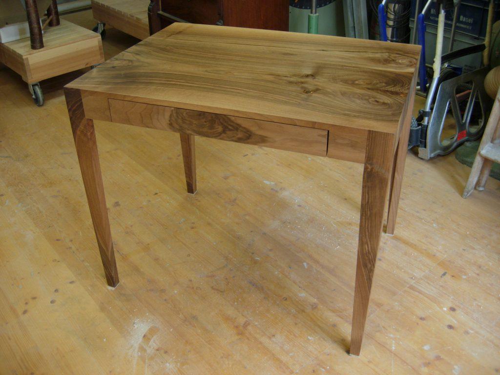 Schreibtisch, Nussbaum